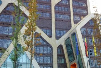 Gebogen raamprofielen voor het gerechtsgebouw van Hasselt